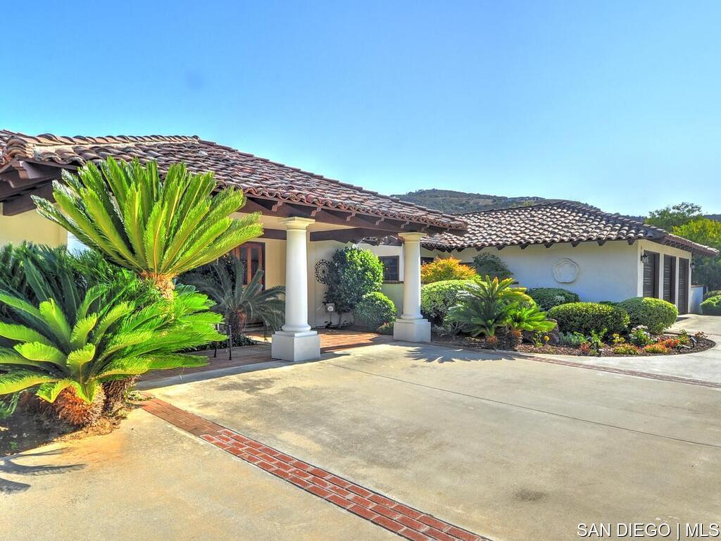 Photo of 29440 Vista Valley DR, Vista, CA 92084